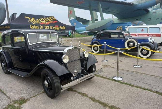 В Киеве показали машину Аденауэра и Уолта Диснея