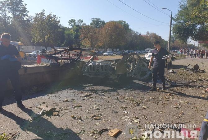 В Днепре взорвалась машина, погибли ветеран АТО и сотрудница ГСЧС [видео]