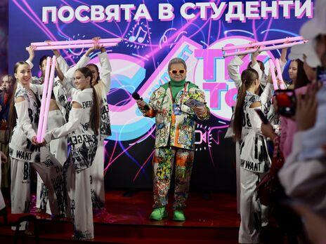 Михаил Поплавский вручил студенческие билеты будущим тиктокерам